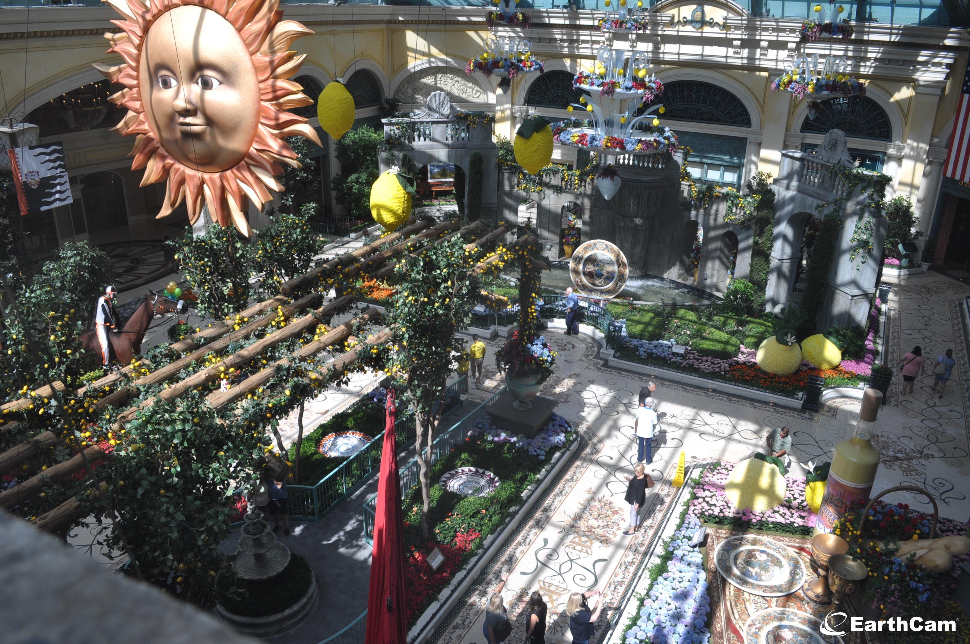 百樂宮酒店花園今夏主題為「甜蜜生活」,展現義大利異國風情。Bellagio