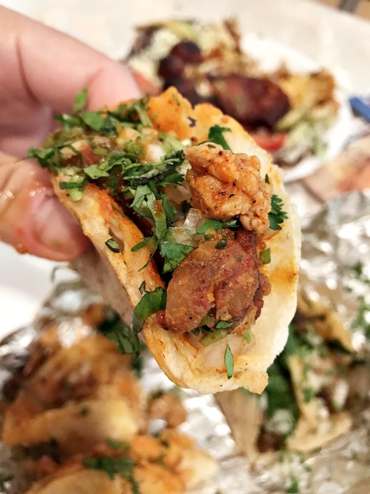 醃製過香香辣辣的 Pastor 烤豬肉口味也不錯,總之各種 Taco 口味都值得一式,不難找出自己喜歡的口味。