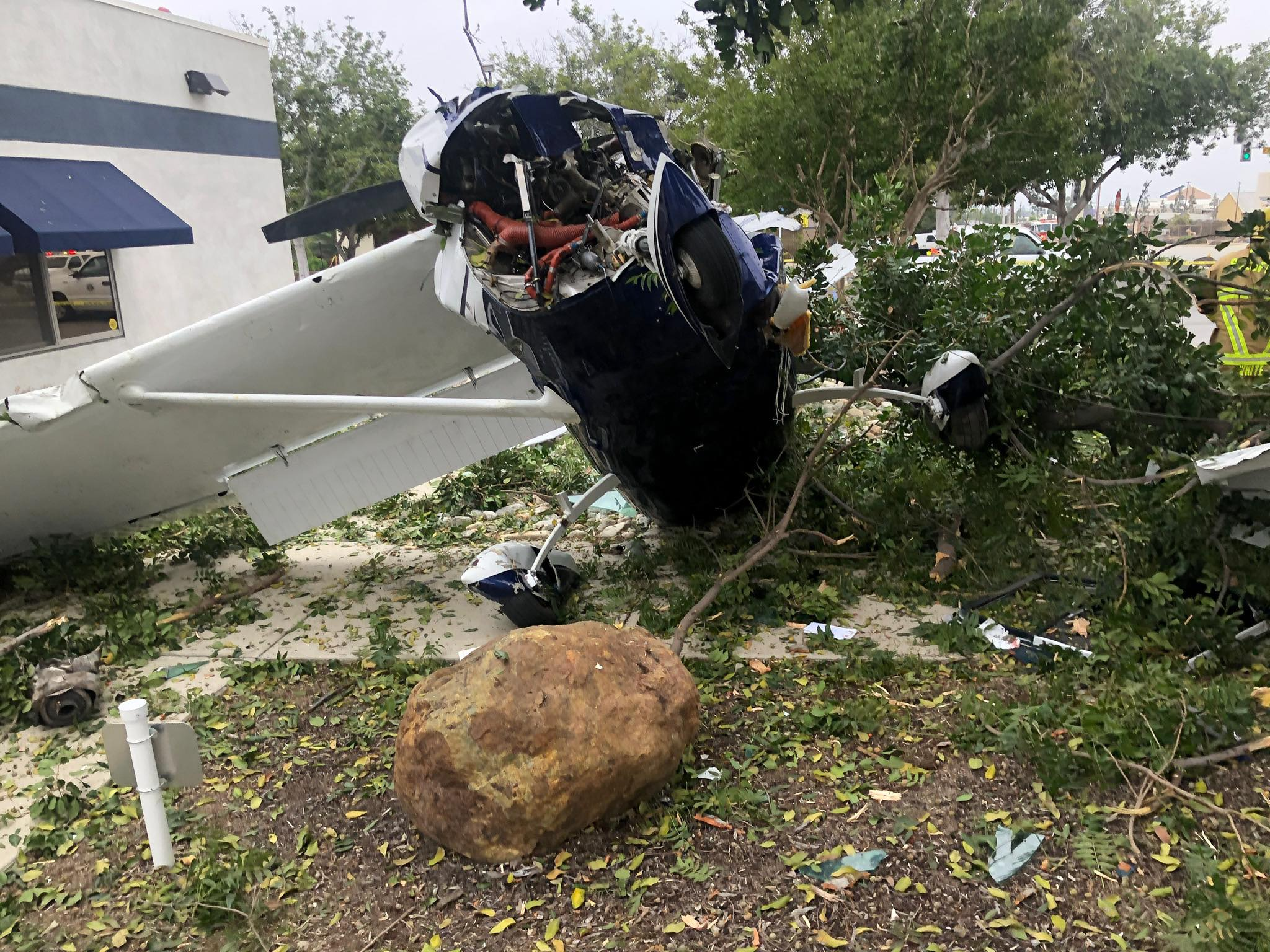 聖伯那丁諾高地市發生小飛機失事意外 機上三人僅受輕傷。聖伯那丁諾消防局