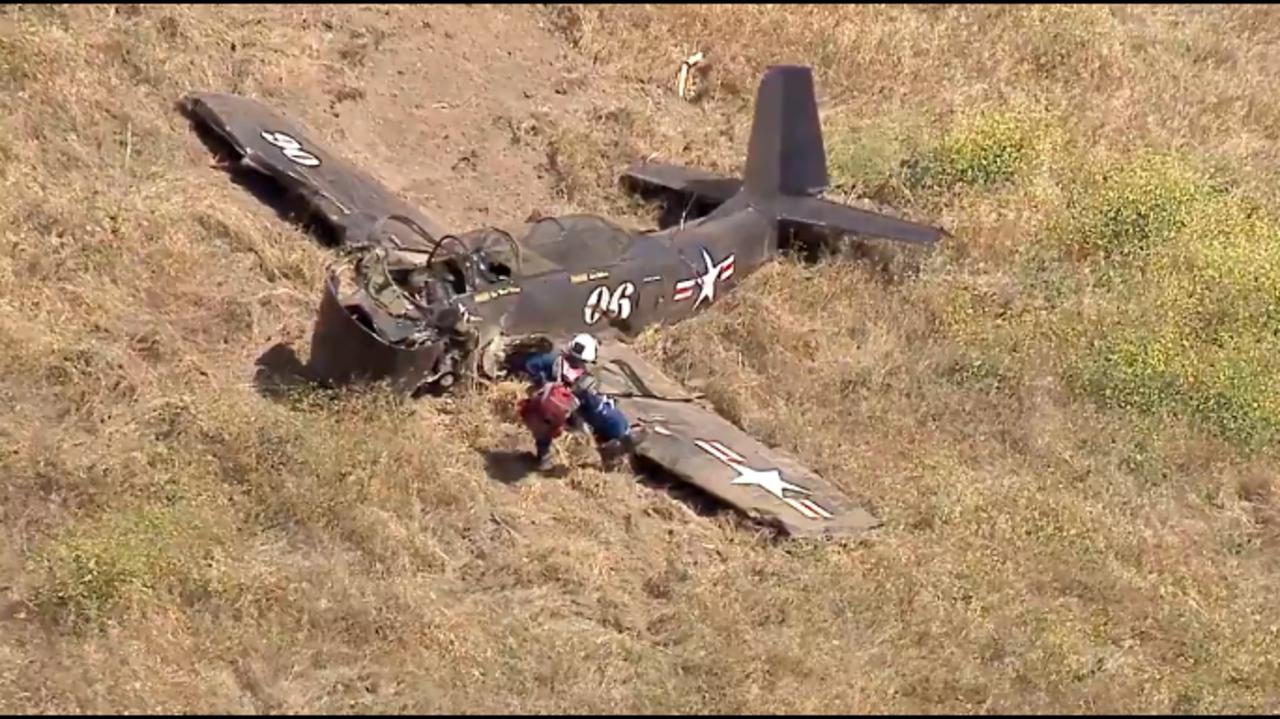 洛杉磯查茨沃斯近聖蘇珊娜山區 一台小飛機失事 駕駛不幸罹難。Fox 11