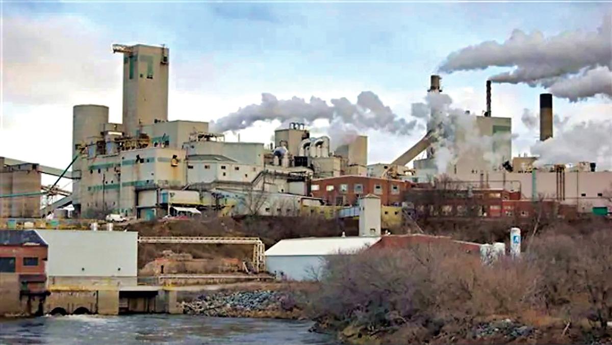 ■Domtar是安省北部地區為數不多的幾家仍在運營的造紙廠之一。CBC