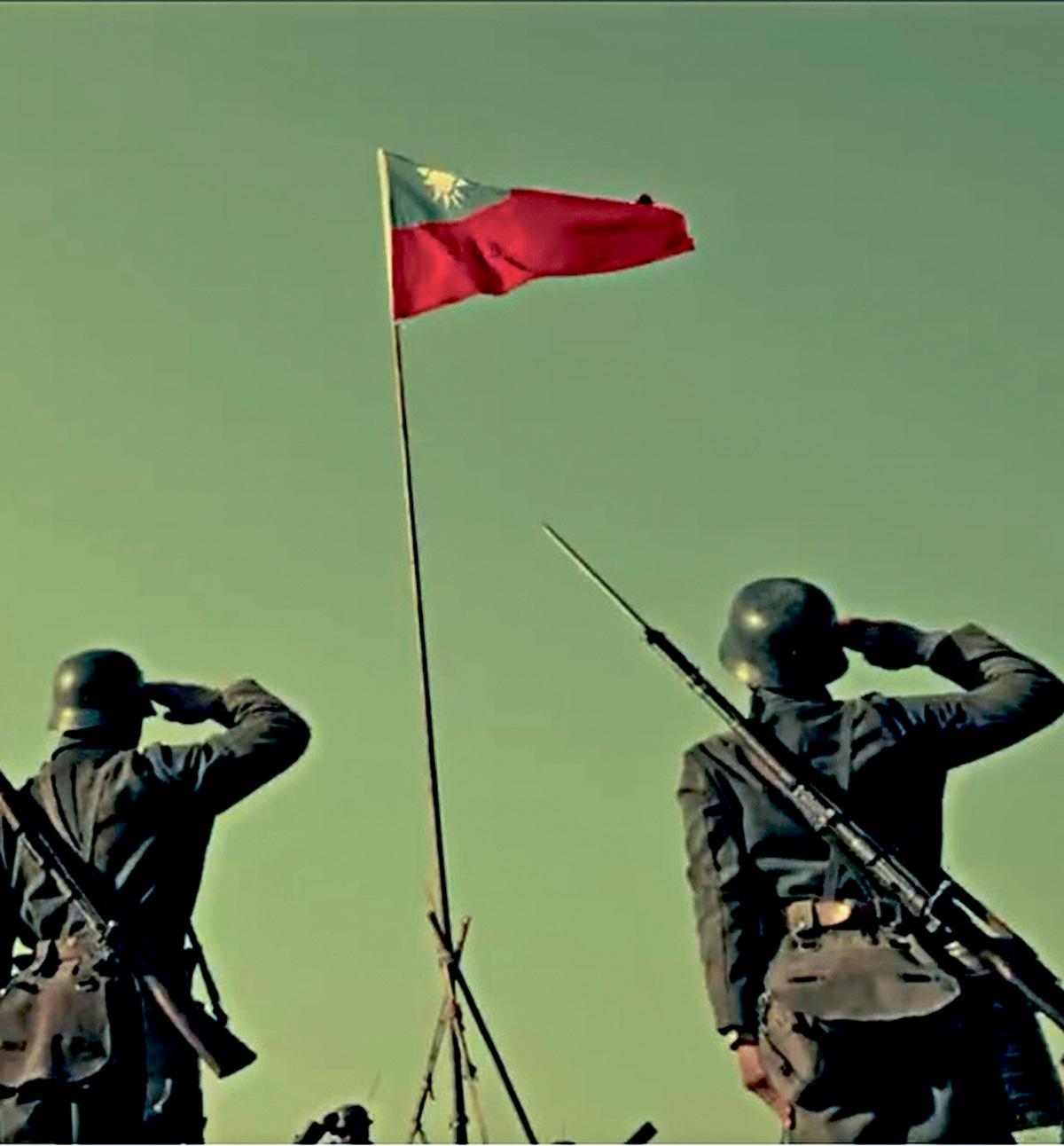 《八佰》影片中出現了士兵向青天白日旗致敬的畫面。網上圖片