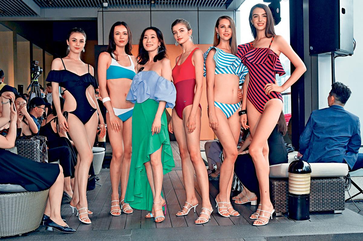 ■佘詩曼踩過界,為泳衣品牌設計多款泳裝。