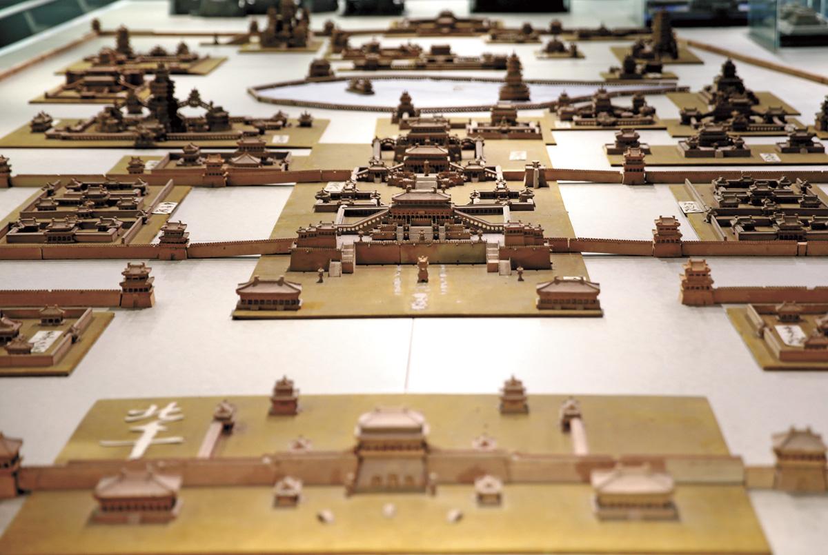 王泰來的作品磚雕《大明宮》全景。中新社