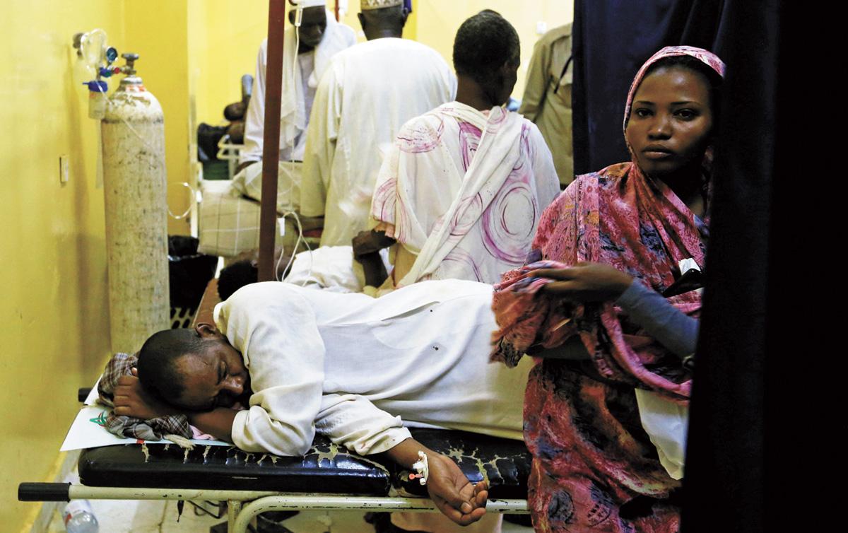 在軍方暴力鎮壓中受傷的抗議者在醫院接受治療。路透社