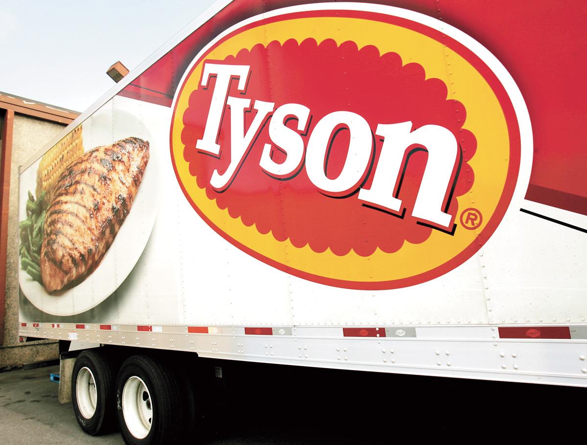 美國泰森食品預估,往後15年單人家庭將是美國成長最快的消費族群。圖為停放在食品倉庫外的泰森公司貨車。美聯社資料圖片