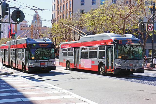 交通局董事會通過公車司機新合約。資料圖片/記者彭詩喬攝