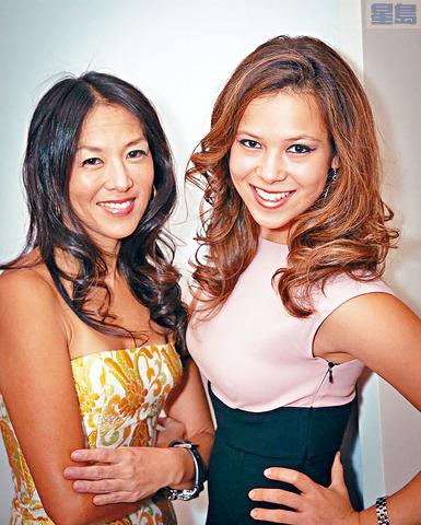 索菲亞(右)和她的「虎媽」母親耶魯大學法學院教授蔡美兒。    NextShark圖片