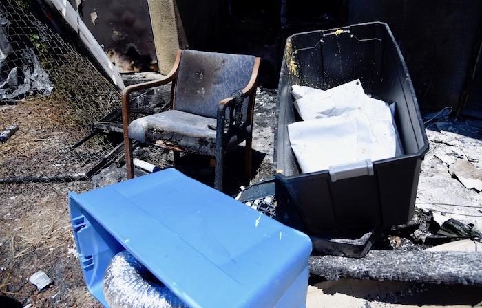被燒壞的家具。龐可陽攝
