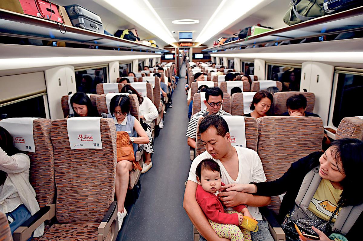 高鐵新增四對長途列車服務,分別連接重慶、南寧、天津及肇慶。資料圖片