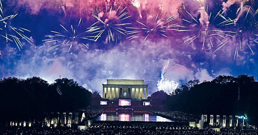 圖為國慶煙花活動7月4日在華盛頓林肯紀念堂上舉行。法新社