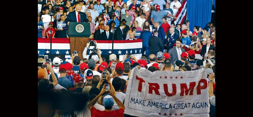 特朗普對日前在集會上民眾高喊把民主黨議員奧馬爾「送回去」的口號感到不快。美聯社