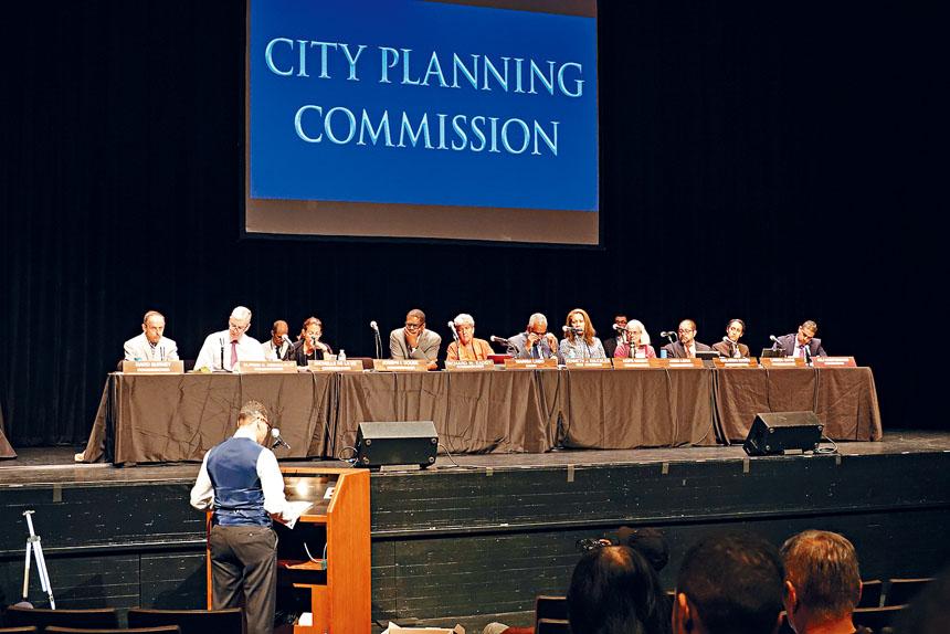 市規劃委員會就市府監獄計劃昨日舉辦公聽會,但於下午5點半左右提前結束。