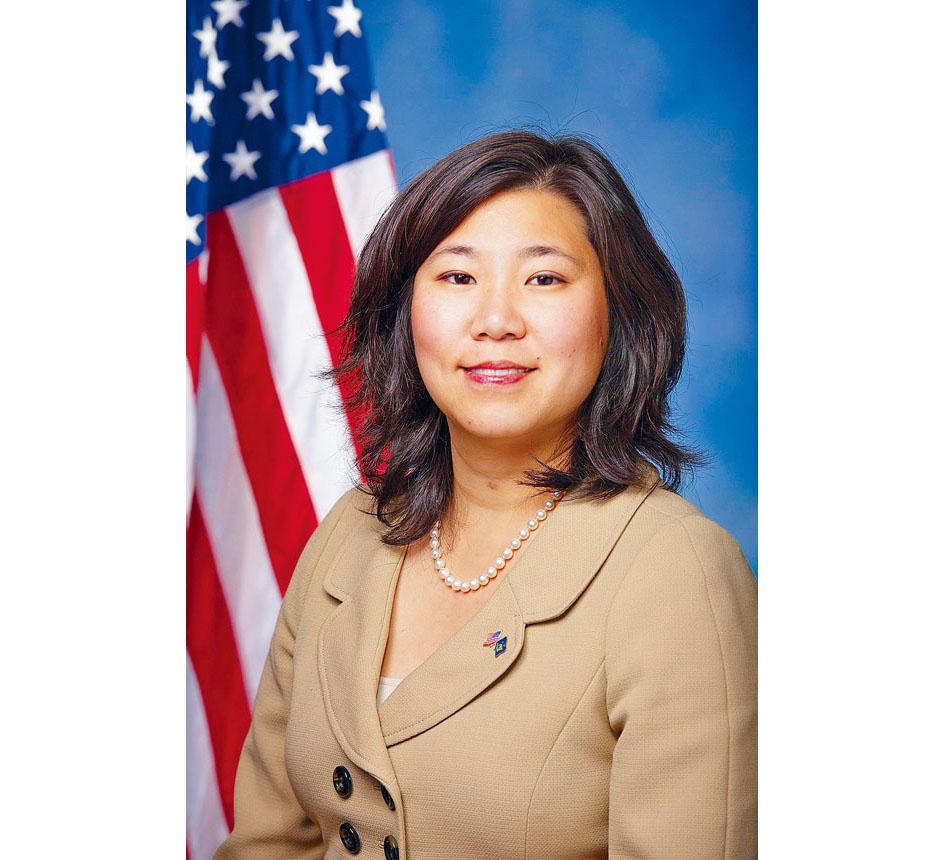 國會議員孟昭文提出「服務女性平等延期機會法案」,協助在美國軍隊服務女性分娩後,推遲一年服役後備軍人和國民軍的平等保護法提案。