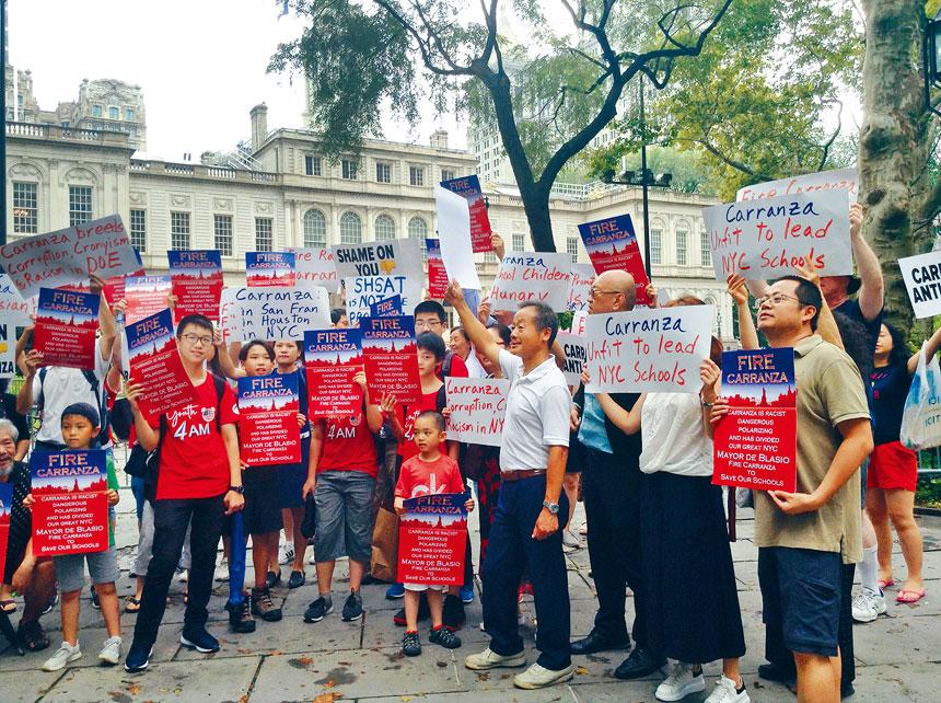華人示威要求卡蘭扎下台。