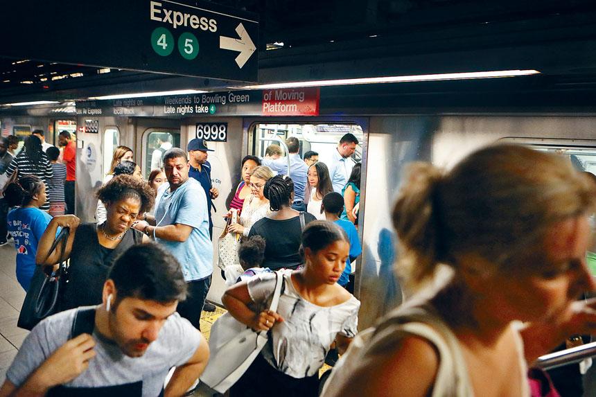 大都會捷運局已制定出未來3年的裁減人手計劃。Rick Loomi/紐約時報