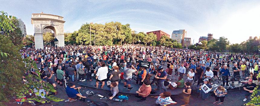 數百人在華盛頓廣場公園發起抗議行動。推特圖片