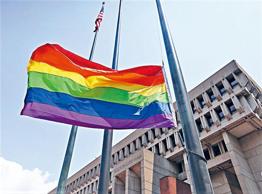 彩虹旗在波士頓市府廣場升起。來自推特