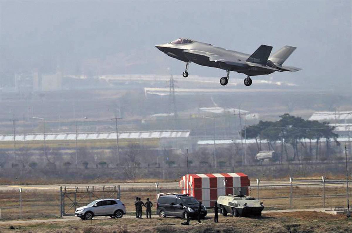 圖為一架F-35A降落於韓國忠州空軍基地。網上圖片