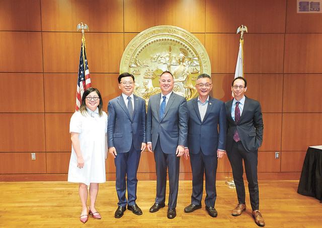 左起:GlobalSF執行董事趙翠薇、中國駐舊金山副總領事任發強、加州眾議員丁右立、加州眾議員朱感生、灣區議會總裁John Grubb。                記者徐明月攝