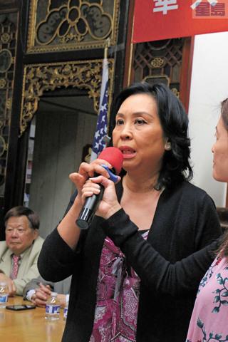 華埠訪客中心主任寧陳翠華希望加派巡警。