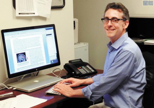 兒科醫生魯賓斯坦曾在三藩市加大煙草控制研究及教育中心擔任主要研究員。三藩市加大