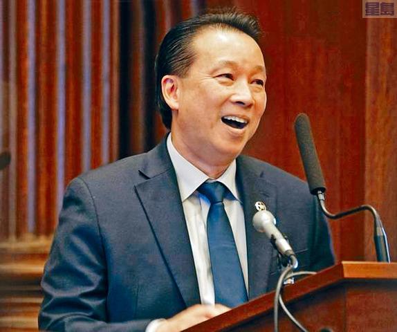 ■羅德島華裔周榮正式就職成為法警,創下全國華裔的先例。 普羅維登斯日報圖片