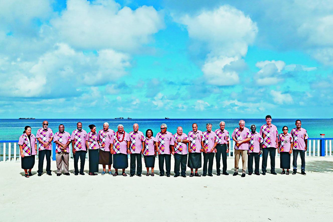 參加第五十屆太平洋島國論壇的領袖上 周四在圖瓦盧拍攝大合照。