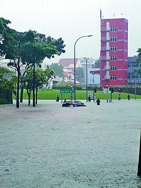■新加坡近年常見街道水浸,可能與氣候變化有 關。 互聯網