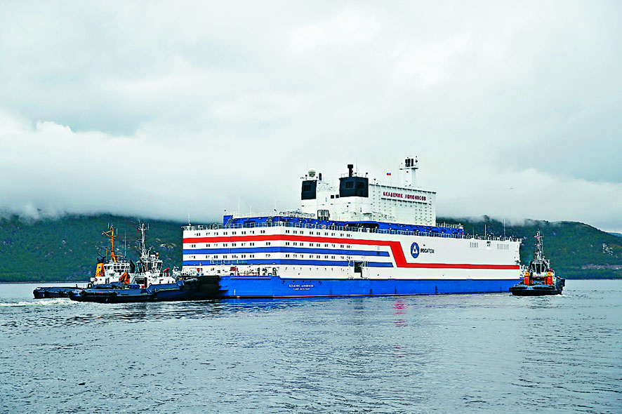 俄羅斯浮動核電站「羅蒙諾索夫院士號」,周五在摩爾曼斯克港起航。 路透社