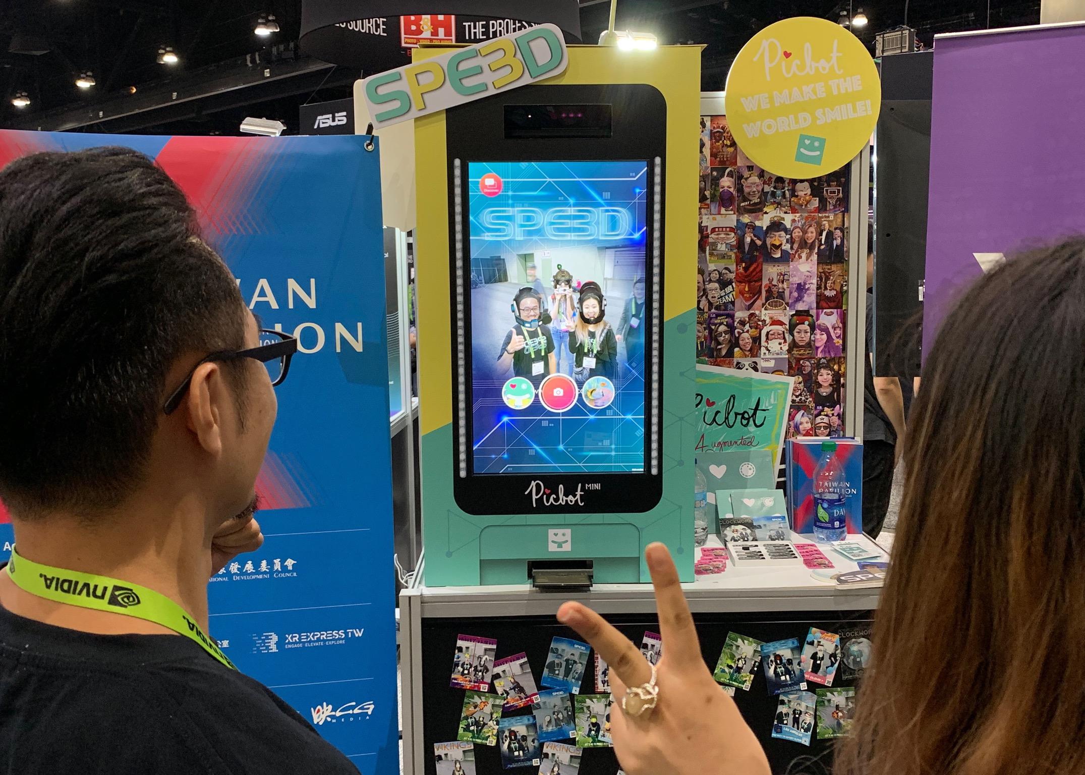 Picbot結合傳統拍貼機以及特製AR特效特效濾鏡,打造互動性超強的廣告宣傳手法。記者黃品瑄攝