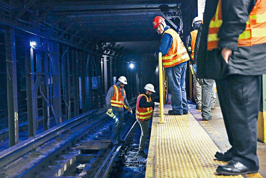 大都會捷運局工人自5月15日以來一直沒有簽訂合同。Caitlin Ochs/紐約時報