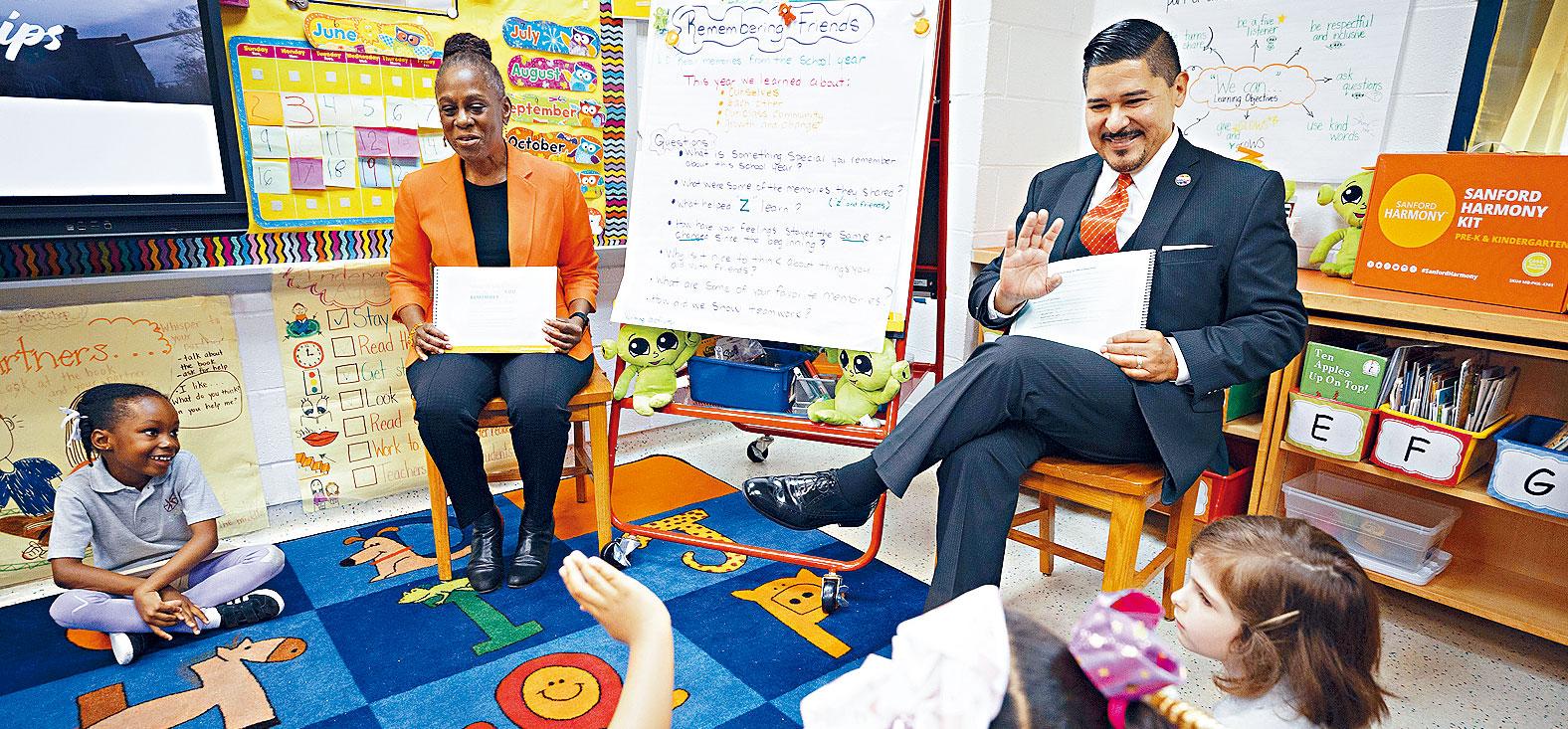 學校多元化諮詢小組提出取消資優計劃,卡蘭薩表示將會審查建議。James Estrin/紐約時報