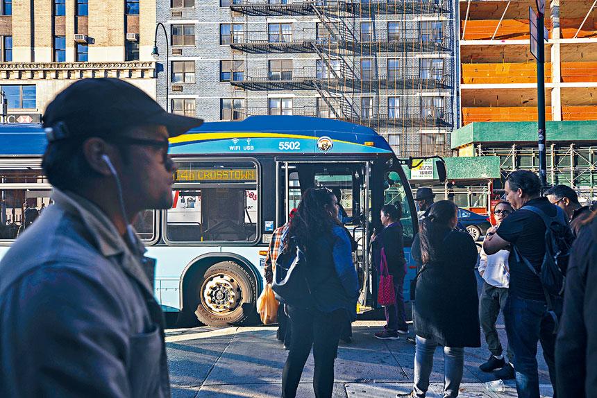 14街禁車令原本於本周實施,最後一刻被法院叫停。Hiroko Masuike/紐約時報
