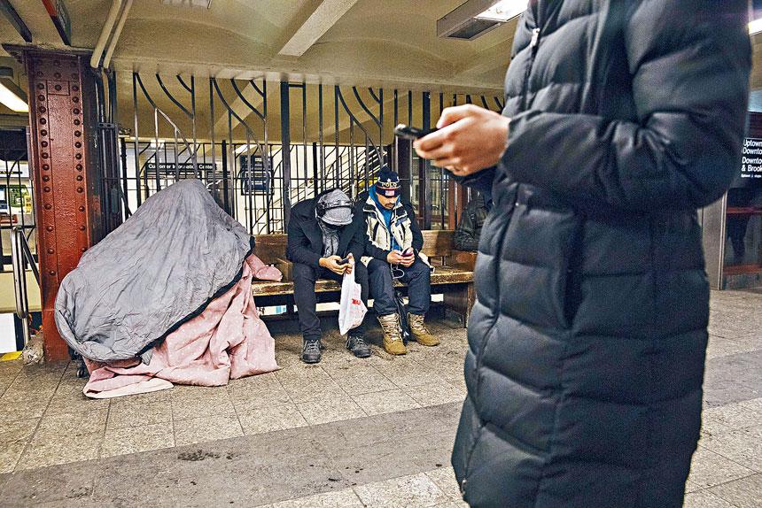 紐約市街頭的遊民問題一直未能解決。Benjamin Norman/紐約時報