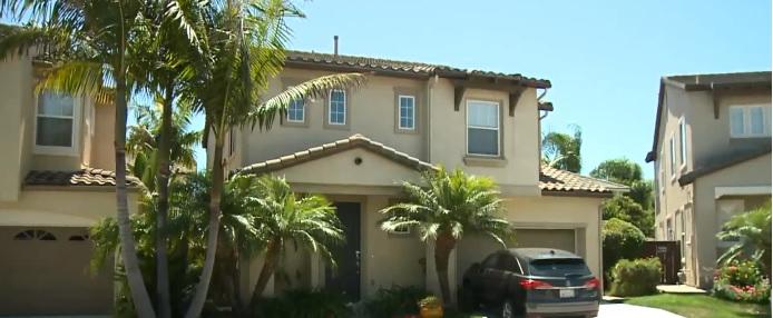 聖地牙哥一對50多歲亞裔夫妻疑遭獨子謀殺,獨子弒親後從公路上跳橋身亡。Fox 5 San Diego