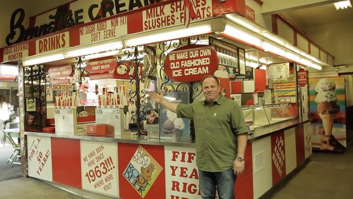 Bennett's 冰淇淋店位於著名的農夫市場。