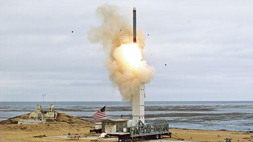 美國周日在加州聖尼古拉斯島發射了一枚陸基巡航導彈。