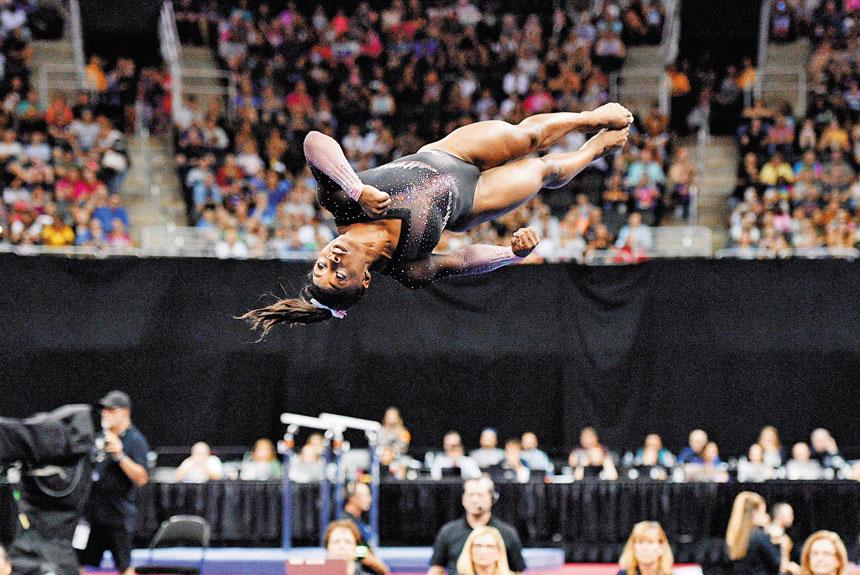 圖為拜爾斯在Sprint中心表演的自由體操驚艷全場。路透社