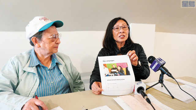 李美玲(右)與陳美玲介紹募捐情況。記者黃偉江攝