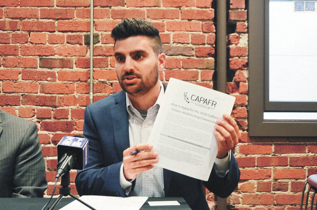 投票權項目經理Jonathan Stein介紹申請細則。記者劉玉姝攝