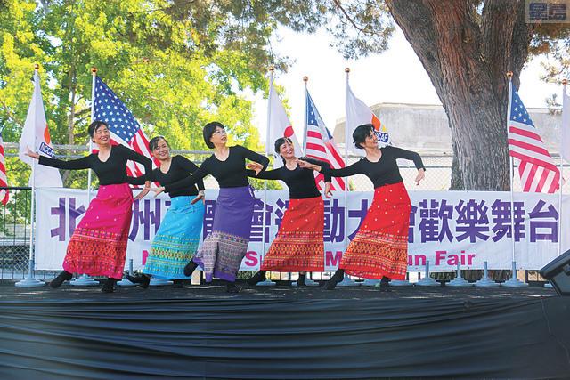 星島日報盃歡樂廣場舞大賽優勝者陽光舞蹈隊表演。記者彭詩喬攝
