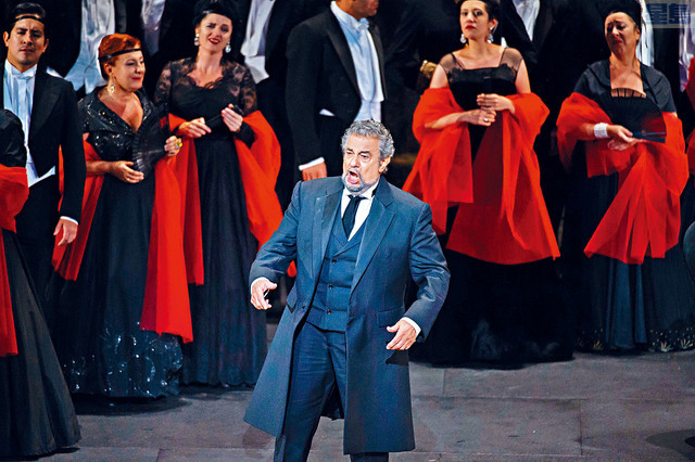 ■圖為歌劇之王多明戈2016年在法國舉行的古典音樂藝術家音樂會上演出。    法新社