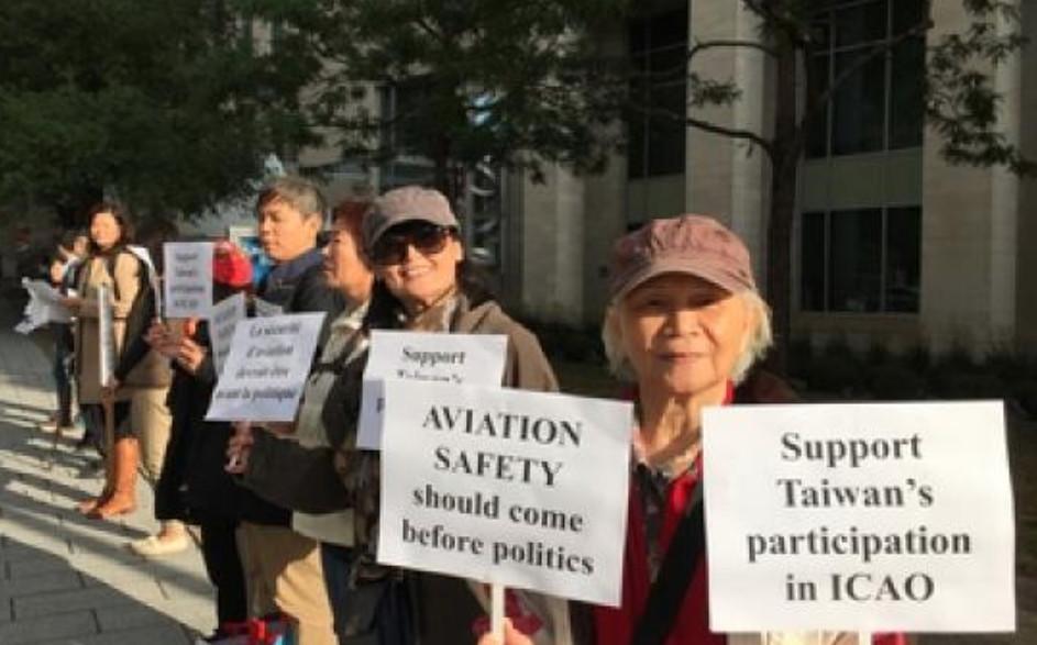 三年前台灣被拒參加國際民航組織(ICAO)大會,台僑抗議。