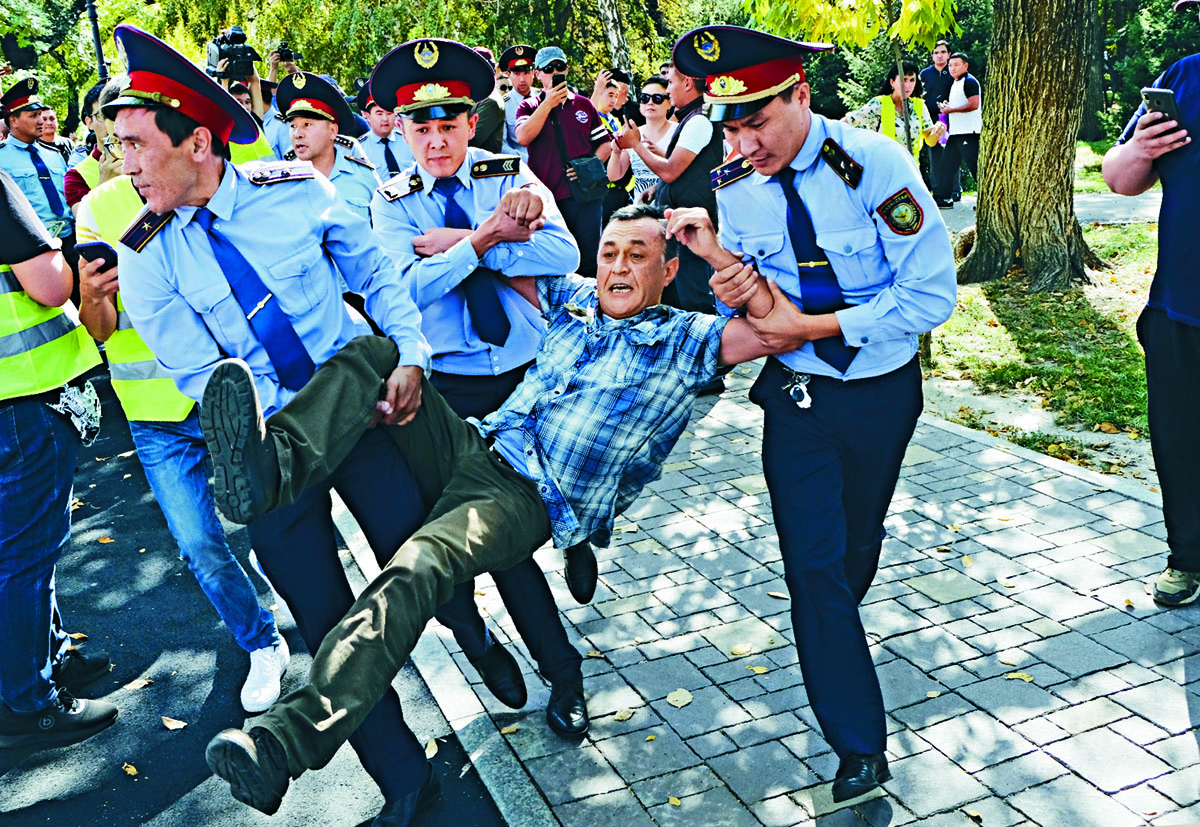 哈薩克爆發反華示威。 美聯社