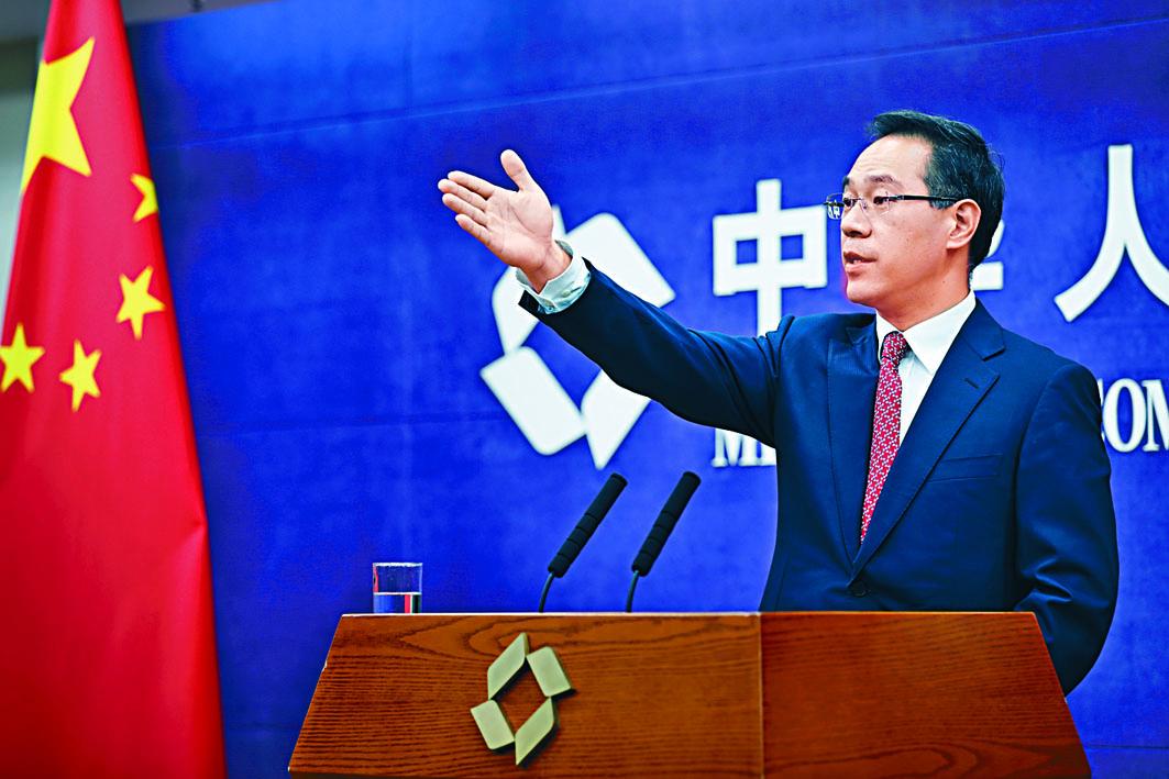 商務部發言人高峰表示,中方企業已就採購美 國農產品進行詢價 。 中新社