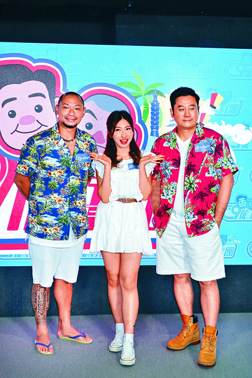 金剛(左)與麥長青(右),將帶十幾位師奶到台灣旅行。