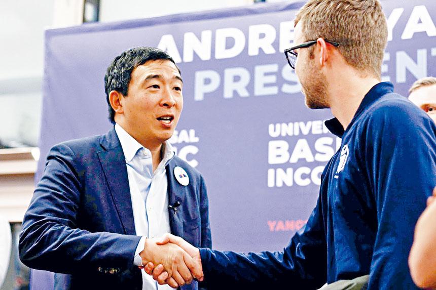 民主黨華裔總統參選人楊安澤宣布選10人發放「自由紅利」,3日內就有超過45萬人報名參加。    推特圖片