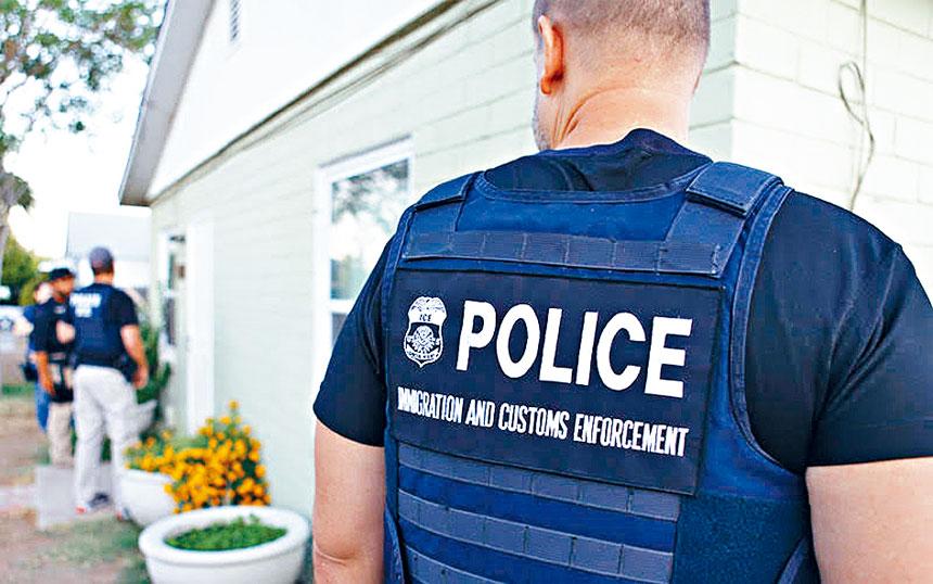 �A女出�T上班被ICE逮捕。          �W路�D