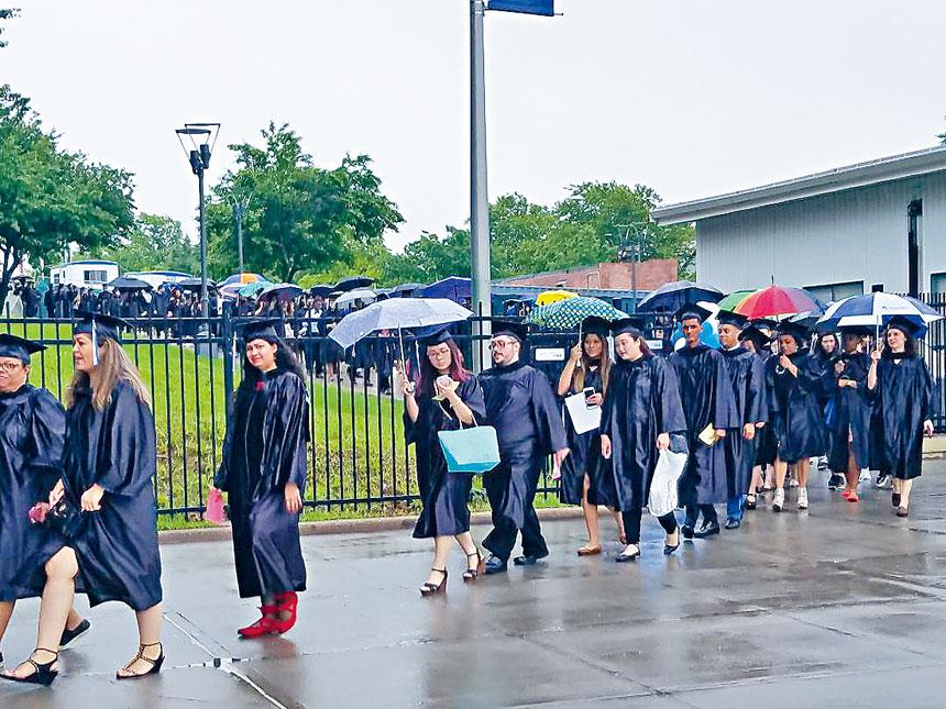 華人學生佔很高比例的皇后社學院連續三年獲評選為全美最佳社區學院前列位置。